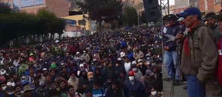 Los campesinos organizaron rápidamente su proceso electoral
