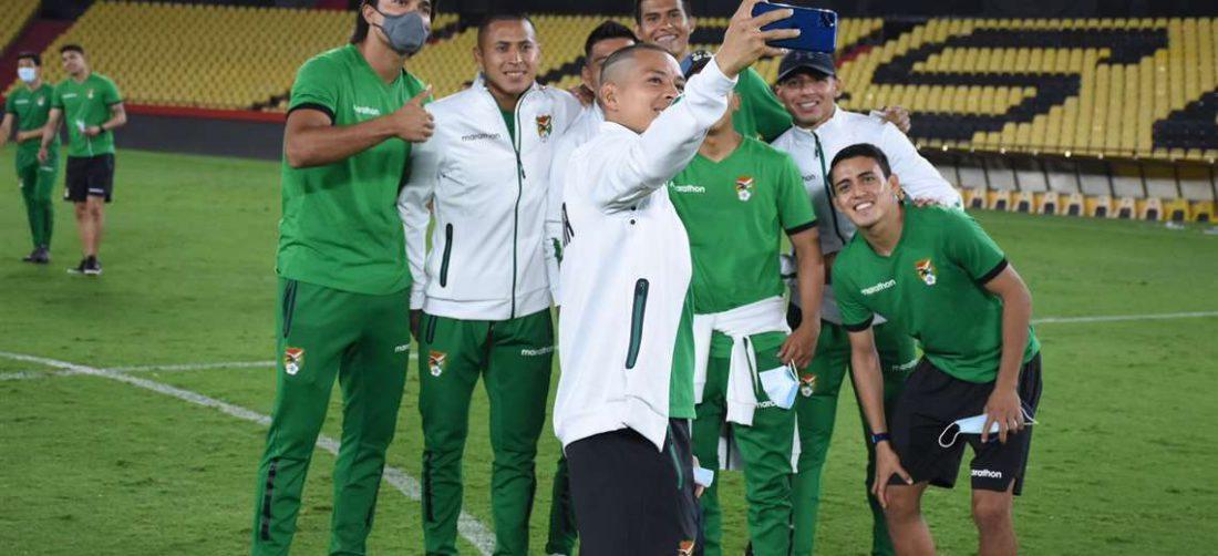 Martins y un grupo de compañeros en la visita al estadio Monumental de Guayaquil. Foto:FBF