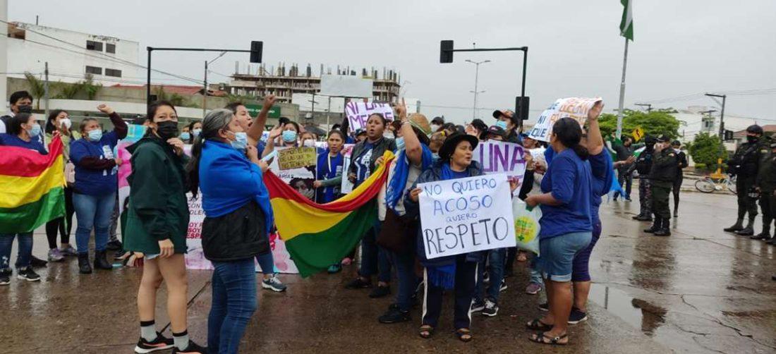 Bartolinas llegan a la Madre india por el día de la mujer boliviana. Foto: S. Vincenti