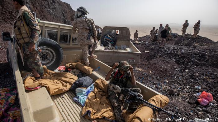 Yemeníes apoyados por la coalición saudí en el frente de Marib, en una imagen reciente.