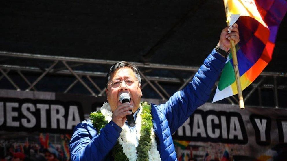 El presidente de Bolivia, Luis Arce Catacora, brinda un discurso durante el whipalazo. NOÉ PORTUGAL