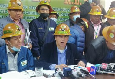 Conferencia de prensa del sector minero cooperativista